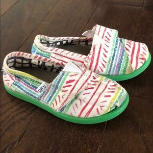 TOMS Velcro Fun Pattern Print on White Canvas